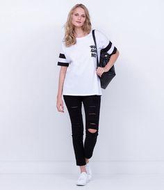 Camiseta feminina  Manga curta   Gola redonda  Com estampa  Com listras  Marca: Blue Steel  Tecido: malha       COLEÇÃO INVERNO 2016     Veja mais opções de   blusas femininas.