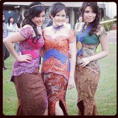 Awesome modern Indonesian kebaya designs.