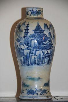 A Chinese Blue & White Porcelain Vase with Mark on Base. Qing Dinasty Kangxi Period 1662-1722. End XVII-Begin XVIII Centuries.