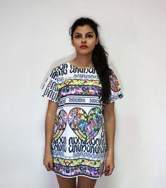 BROKEN UN t-shirt, color, oversize, sequins, fashion, makeup, undecided, unlovers, fun, glitter, design, shiny, club, aliens, spontaneous, irreverent, gold, pink, blue, green, white, purple, unlovers , handmade, pattern