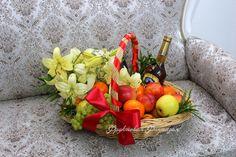Корзина с фруктами,цветами