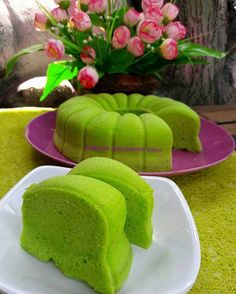 So Yummmi Bund Resep Sponge Cake, Resep Cake, Indonesian Desserts, Asian Desserts, Indonesian Recipes, Indonesian Food, Nasi Lemak Sambal Recipe, Bolu Cake, Sponge Cake Roll