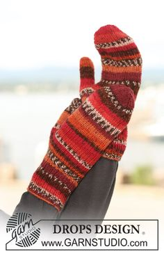 "Knitted DROPS mittens in ""Fabel"". ~ DROPS Design"