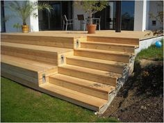 Terrrasse mit Stufen Even though early in concept, this pergola continues to be suffering from Patio Deck Designs, Patio Design, Exterior Design, Deck Steps, Garden Steps, Wooden Terrace, Wooden Decks, Backyard Patio, Backyard Landscaping