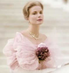 Princess Grace of Monaco (Grace Kelly). La Main Au Collet, Princesa Grace Kelly, Grace Kelly Style, Patricia Kelly, Princess Caroline Of Monaco, Princess Charlene, Prince Rainier, Real Princess, Look Vintage