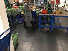 Mit den PVC Bodenfliesen von Floorwork wird ein Industrie Bodenbelag zum do it your self profekt. Flooring Tiles, Floor Covering
