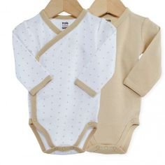 Vervollständigen Sie die Garderobe Ihres Babys mit diesem bezaubernden2er-Pack Wickelbodys!