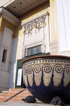 Art nouveau à Vienne : Gustav Klimt et le Sécessionnisme Movement Architecture, Modern Architecture, Gustav Klimt, Art Nouveau, Otto Wagner, Imperial Palace, Belle Villa, Le Palais, Clawfoot Bathtub