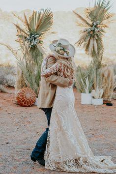 Boho meets West – A Vegas Desert Elopement Dream Wedding Dresses, Boho Wedding Dress, Bridal Dresses, Wedding Dress Shopping, Cowgirl Wedding, Wedding Hats, Country Western Wedding Dresses, Cowboy Weddings, Western Weddings