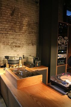 Whilst in London Hifi Pig's Linette and Stuart took time out to visit Spiritland. Hi Fi System, Bar Shelves, Dj Booth, Audio Room, Hifi Audio, Club Style, Luxury Shop, Audiophile, 1950s Dresses