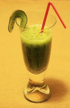 Zielone koktajle: kiwi + gruszka + banan Smoothie Drinks, Smoothies, Kiwi, Healthy Eating, Healthy Food, Health Fitness, Food And Drink, Cocktails, Menu