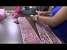 CRIANDO MINHOCÃO DE PORTA | Cantinho do Video Diy Sewing Projects, Sewing Tools, Sewing Crafts, Diy And Crafts, Arts And Crafts, Patch Quilt, Holidays And Events, Animal Print Rug, Art For Kids