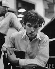 """in-the-wall: """"Glenn Gould, listening intensely to performance of Bach's Goldberg Variations played back. Photo by Gordon Parks. it's Bach! Glen Gould, I Love Music, My Music, Cello Music, Violin, Classical Music Composers, Otis Redding, The Goldbergs, Gordon Parks"""
