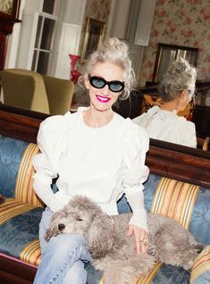 Linda Rodin's Rise To Accidental Style Icon https://r29.co/2ugD9WP Fashion Over 40, Star Fashion, Fashion Beauty, Fashion Outfits, Quirky Fashion, Vintage Fashion, Trendy Fashion, Vintage Clothing, Fashion Sandals