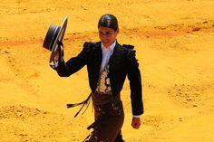 Lea Vicens - a torera francese Lea Vicens (24) durante la corrida all'arena della Real Maestranza di Siviglia, Spagna #fotografia #stile #tauromachia