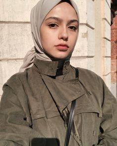 Hijab styles 602215781403353048 - Image may contain: 1 person, closeup Source by qaqiera Modern Hijab Fashion, Hijab Fashion Inspiration, Muslim Fashion, Modest Fashion, Retro Fashion, Boho Fashion, Fashion Tips, Fashion Trends, Casual Hijab Outfit