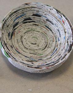 Bowl made of rolled newspaper Newspaper Crafts, Old Newspaper, Wood Crafts, Diy And Crafts, Crafts For Kids, Paper Basket Diy, Origami, Basket Bag, Teaching Materials