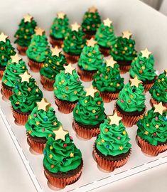 Easy Christmas Cookies Decorating, Christmas Cookies Kids, Christmas Tree Cupcakes, Easy Christmas Cookie Recipes, Christmas Biscuits, Holiday Cupcakes, Cookies For Kids, Christmas Desserts, Holiday Treats