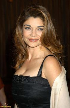 Laura San Giacomo - American actress known for playing the role of Maya Gallo on the NBC sitcom Just Shoot Me!, Kit De Luca in the film Pretty Woman, and Cynthia in Sex, Lies, and Videotape as well as other work on television and in films Laura San Giacomo, Hottest Female Celebrities, Celebs, Jennifer Aniston Style, Star Actress, Famous Women, Famous People, Celebrity Pictures, Beautiful Actresses