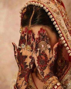 Dulhan Bride Henna Mehndi Indian Pakistani South Asian Desi Wedding