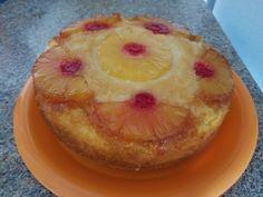 Volteado de piña / pineapple upside down cake. 1 1/2 taza de azúcar, 2 2/3 tazas de harina, 3 cucharaditas de polvo de hornear, una pizca de sal. Mezclar. Agregar 2 cucharaditas de vainilla, 1/2 taza de aceite vegetal, 2 huevos, 1 taza de leche y 1/2 taza del jugo de la piña. Batir todo. En molde , derretir 1/2 taza de mantequilla y cubrir fondo y paredes, agregar azúcar morena al fondo de manera uniforme. Decorando el fondo con rebanadas de piña y cerezas. Vaciar la mezcla y hornear a 350°F…