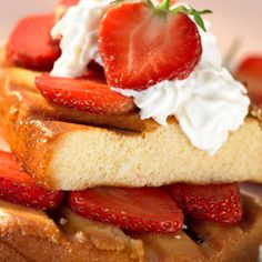 1 low fat shortcake, cut into 8 slices 60 ml maple syrup 250 g fresh strawberries, cleaned & sliced 250 ml non-fat whipped cream topping Summer Desserts, Summer Recipes, Just Desserts, Great Recipes, Dessert Recipes, Spinach And Ricotta Lasagne, George Foreman Recipes, Proof Of The Pudding, Grilling Recipes