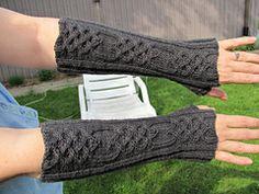 Gants-manches ou long wrist-warmer en laine fine. Patron gratuit en français et anglais.