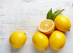 62 Super ideas diet drinks to lose weight lemon Dark Spots On Skin, Skin Spots, Dark Skin, Collagen Rich Foods, Aloe Vera, Oatmeal Face Mask, Homemade Face Pack, Lemon On Face, How To Fade