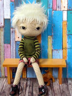 This little guy is my first try to create a doll with moveable eyes. I am very happy how he turned out. It is not that easy to move his eyes into the same direction, but it is possible!^^ So there will be more such dollies to come!^^ He is wearing an Isul shirt by Miema and Taeyang shoes.