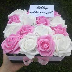 #rózsadoboz #rózsabox #virágfalu #ajándék #születésnap #névnap #anyáknapiajándék #asztaldísz #dekoráció #rózsaszín #fehér #pinkandwhite #rosebox #gift #mothersday #birthdaygift #decor Ana White, Flowers, Pink, Royal Icing Flowers, Pink Hair, Flower, Florals, Roses, Floral