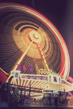 Riesenrad auf dem Hamburger Dom. Eine wunderbare Stimmung.  #riesenrad, #fairground, #Spaß, #fun, #Nacht, #night, #Hamburger Dom, #Hamburg, #Licht, #light