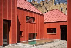 Situated in suburban London is Tin House by the London-based Henning Stummel Architects. The series of single storey pavilions that make up the Tin House. Colour Architecture, Architecture Awards, Modern Architecture, Roof Shapes, Metal Cladding, Tin House, Rectangular Pool, Small Pools, Concrete Patio