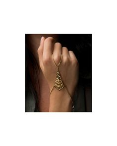 Pyramid Hand Chain