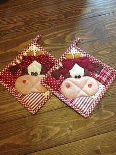 What cute hot pads! Applique Patterns, Applique Quilts, Quilt Patterns, Sewing Patterns, Hot Pads, Quilting Projects, Sewing Projects, Fabric Crafts, Sewing Crafts