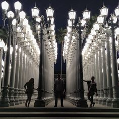 """Los Angeles County Museum of Art LACMA. Iconic lamp post installation outside (""""Urban Lights""""). They curate some sweet shows. Lacma Los Angeles, Los Angeles Museum, Los Angeles Area, Lacma Lights, Places To Travel, Places To Go, Los Angeles Travel, Nostalgia, Las Vegas Trip"""