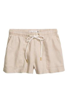 Shorts in a linen blend: Short shorts in a woven linen blend with an elasticated drawstring waist, front pockets and small slits in the sides.