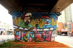 O MAAU (Museu Aberto de Arte Urbana) nasce para expor a aceitação do graffiti como uma arte que já faz parte da cidade. O projeto inédito, idealizado pelos artistas urbanos Chivitz e Binho, deu vida a uma verdadeira galeria de arte pública presente na Av. Cruzeiro do Sul, Zona Norte de São Paulo.    São 66 painéis criados por mais de 50 artistas. Vale a pena conferir de perto, enquanto isso, aprecie 13 Gang!
