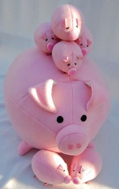 Tutorials to Make Cute Small Stuffed Animals: 50 Examples Tutorials to Make Cute. Tutorials to Make Cute Small Stuffed Animals: 50 Examples Tutorials to Make Cute… Tutorials to Ma Softies, Plushies, Sewing Toys, Sewing Crafts, Felt Crafts, Fabric Crafts, Craft Projects, Sewing Projects, Pig Family
