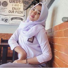 Pin Image by Hijabi Gemes Hijab Teen, Girl Hijab, Singapore School, Hijab Chic, Indian Beauty Saree, High School Girls, Beautiful Hijab, School Uniform, Hijab Fashion