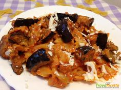 Farfalle in crema di pomodoro e pecorino con melanzane  #ricette #food #recipes