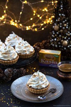 Dziś mam dla Was kolejną świąteczną propozycję. Tym razem słodką, łączącą typowo świąteczne smaki i przyjemnie oblepiającą usta :) Wypełnione konfiturą z