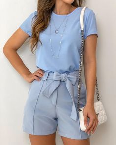 Swans Style is the top online fashion store for women. Trendy Outfits, Cool Outfits, Summer Outfits, Look Fashion, Girl Fashion, Fashion Outfits, Look Con Short, Mode Hijab, Elegant Outfit