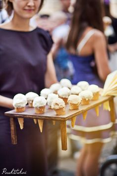 Kind of into the ice-cream idea. cupcake thing kinda been done? Though the last bernices cupcake at had at HTB's birthday was like best thing I ever ate. Ice Cream Stand, Diy Ice Cream, Ice Cream Party, Cute Food, Good Food, Ice Cream Social, Food Stations, Icecream Bar, Snacks