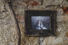 [+] E+M cornice realizzata con legno di recupero #rosarioconsonni #wedding #weddingphotography #weddingdetails #creative #matrimonio #fotografomatrimonio #fotografomatrimoniobergamo #weddinginspiration #rustic #wallgallery #raw #wood