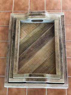 Re-Purposed Oak Pallet Serving Tray, Ottoman Tray, Coffee Table Tray - Modern Reclaimed Wood Projects, Diy Pallet Projects, Serving Tray Wood, Wood Tray, Serving Table, Bar Outdoor, Outdoor Pallet, Pallet Tray, Vinyl Wood Flooring