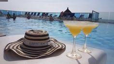 Foto: @stavlaskov  www.hotellasamericas.com.co  #ElHoteldeLasEstrellas #Colombia #Cartagena #Lifestyle #Caribbean May 1, White Wine, Alcoholic Drinks, Tableware, Instagram Posts, Caribbean, Cartagena, Colombia, Pictures
