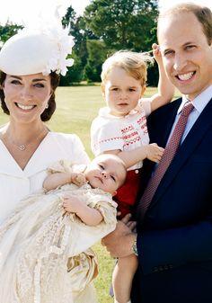 Eine strahlende Familie: Duchess Catherine, Prince William und Prince George bei der Taufe der kleine Princess Charlotte