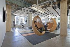 Workplekstrategie met design. Een heerlijke plek om je whitepaper door te lezen, toch? #relax #office