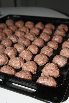 Julköttbullar – Viltfärsbullar! | En Smak Av Karin Omelette, Sausage, Beef, Food, Donuts, Meat, Omelet, Sausages, Essen