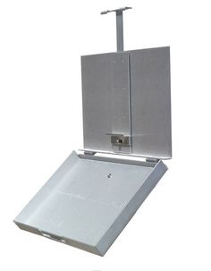There is a great new pochade box on the market. Clean, strong and easy to use. Go to www.stradaeasel.com for more info.